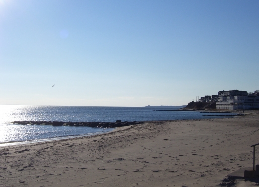 Falmouth Heights beach is steps from Baileys
