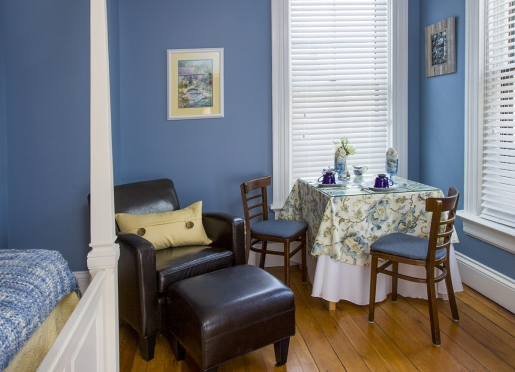 Garden Room sitting area & in-room breakfast