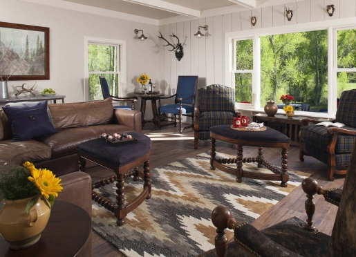 Comfortable Common Living Room at Antler's on the Creek