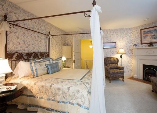 Carolina Queen Room