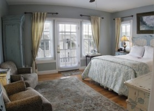 Alexandra's Room - First Floor Corner Room Carriage House, Queen Bed, Jacuzzi, Private Porch