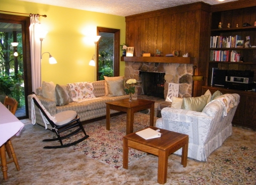 Make yourself at home in the living room at the Self Realization Meditation Healing Centre ♥