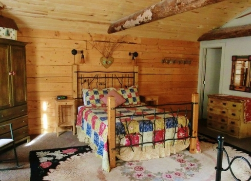 Garden Cabin interior ....two queen size beds
