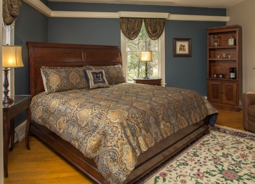 The luxurious king sized bed in the Blue Ridge room