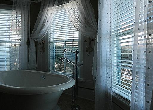 Luxurious soaking tub in Caroline's Room.