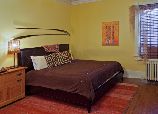 Toni Morrison Room features a King Size bed