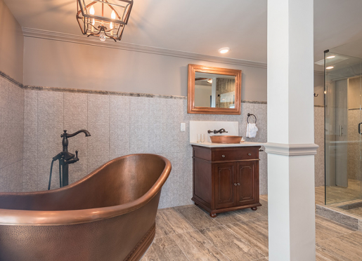 And look at that huge copper soaking tub in Victoria's Room!