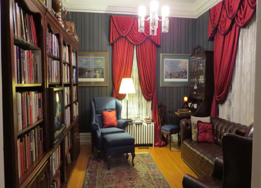 Guest may use the well stocked history Library with several books on US Presidents & First Ladies