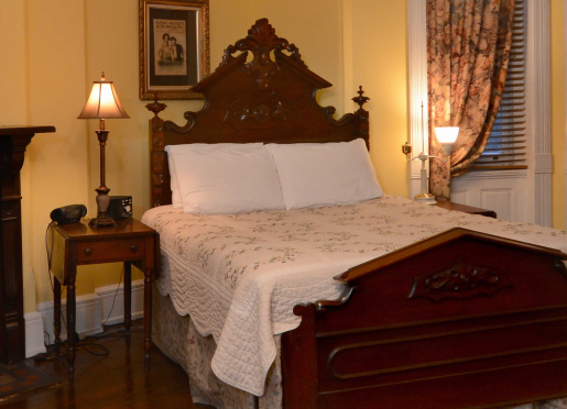 General Logan room, Queen bed, twin bed and private full bath