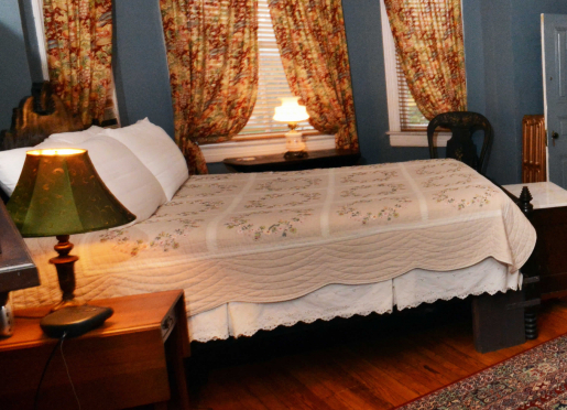 Highland Suite, Queen bed, full size sleeper sofa, private full bath.