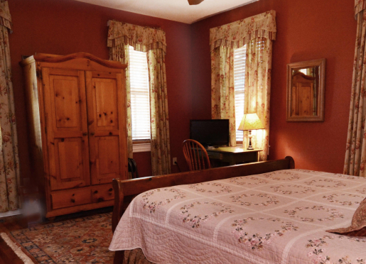 Cinnamon Room, King bed and private bath
