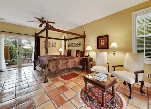 Royal Poinciana - king bedded room