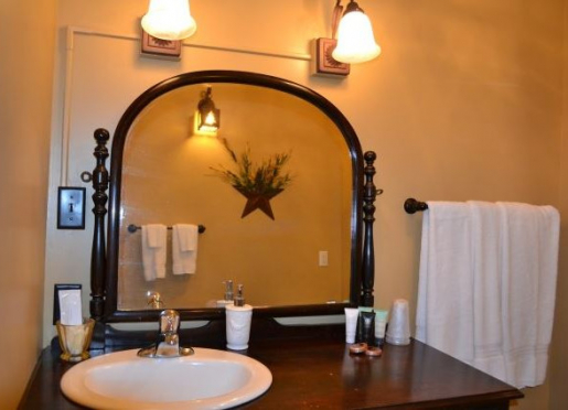 Beatrice Room bath