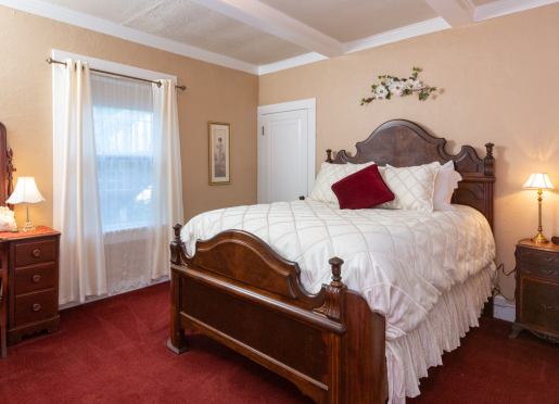 HONEYMOON SUITE - You might need to use the steps to climb into this luxurious high queen size bed.