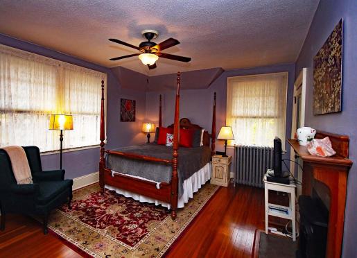 Cardinal Room - Queen Bed