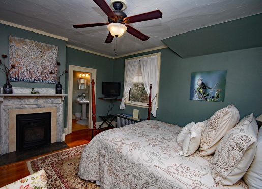 Mockingbird Room - Queen Bed