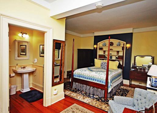 Miss Webb Room - Queen Bed