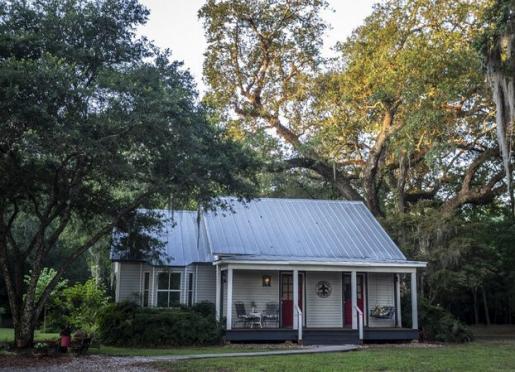 Cajun Cottage - under historic oaks on a private pond